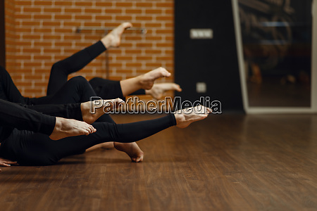 contemporary dance performers legs flexibility