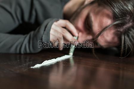 addict in depression smells cocaine trace