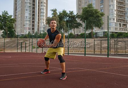 basketball player prepares to make a