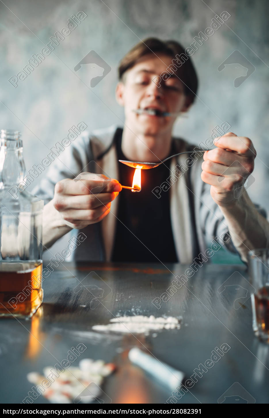 drug, addict, with, spoon, and, matches - 28082391