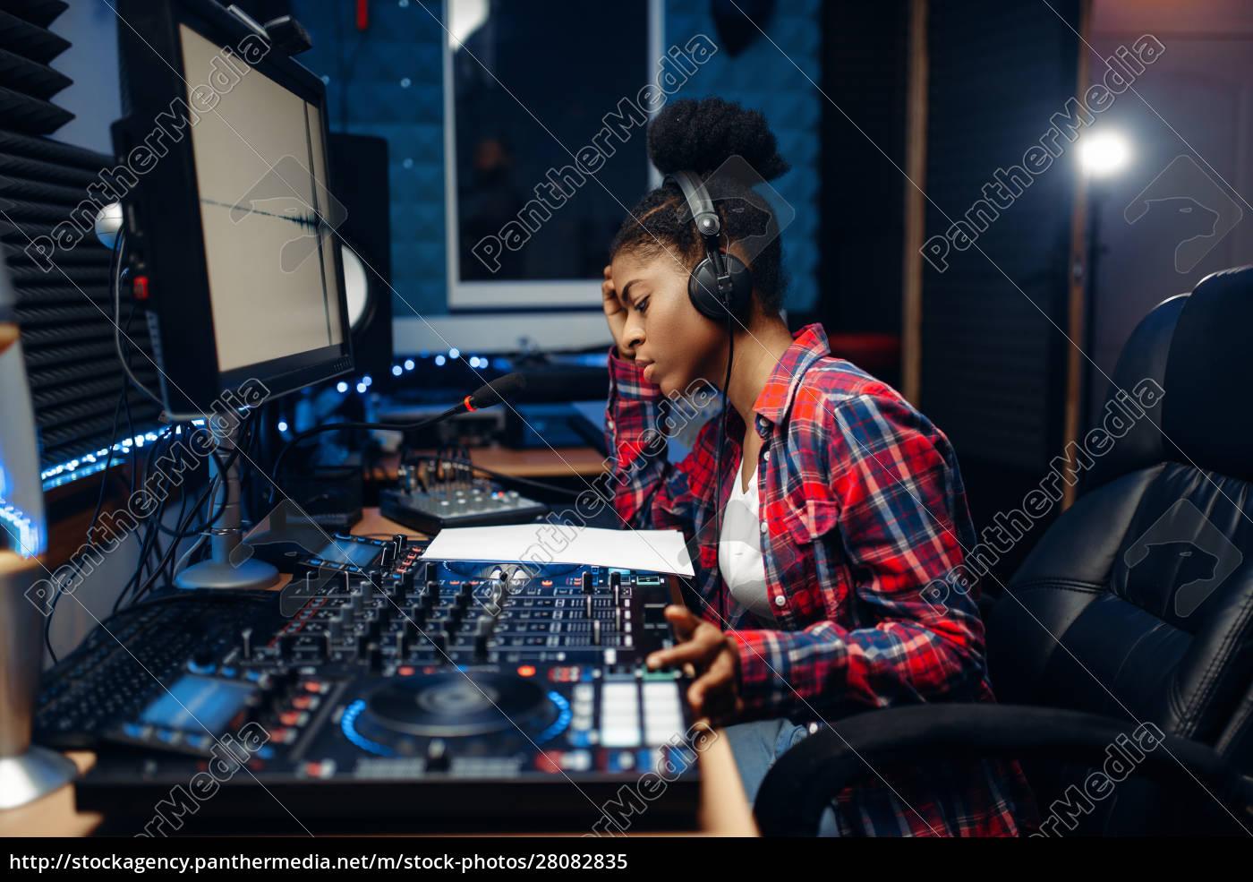 female, sound, operator, in, audio, recording - 28082835