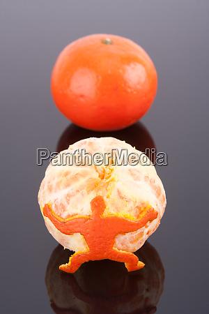 man, holding, mandarin - 28082950