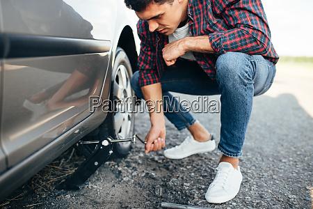 man, jack, up, broken, car, , wheel - 28082385