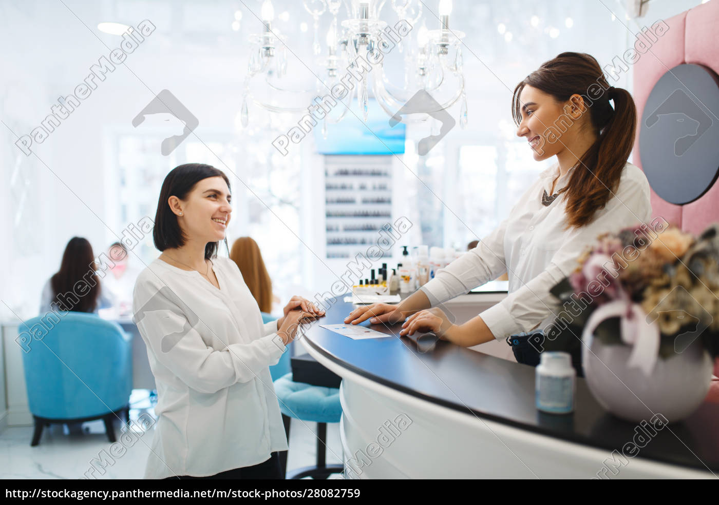 woman, talks, with, administrator, of, beauty - 28082759