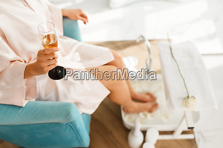 woman, uses, a, foot, bath, and - 28082454