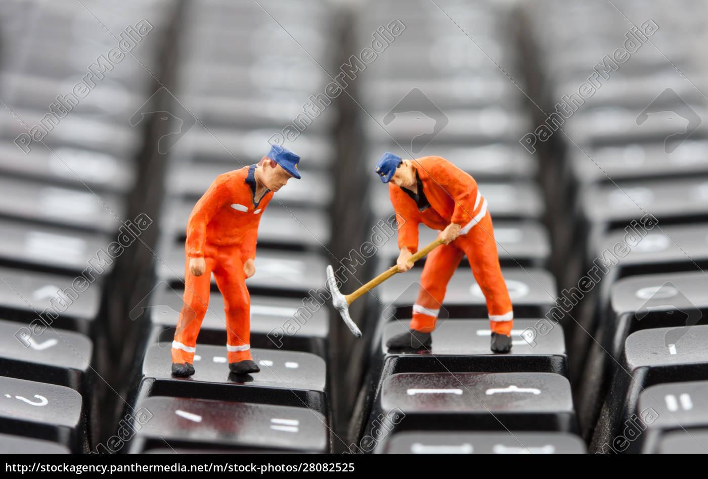 workers, repairing, keyboard - 28082525