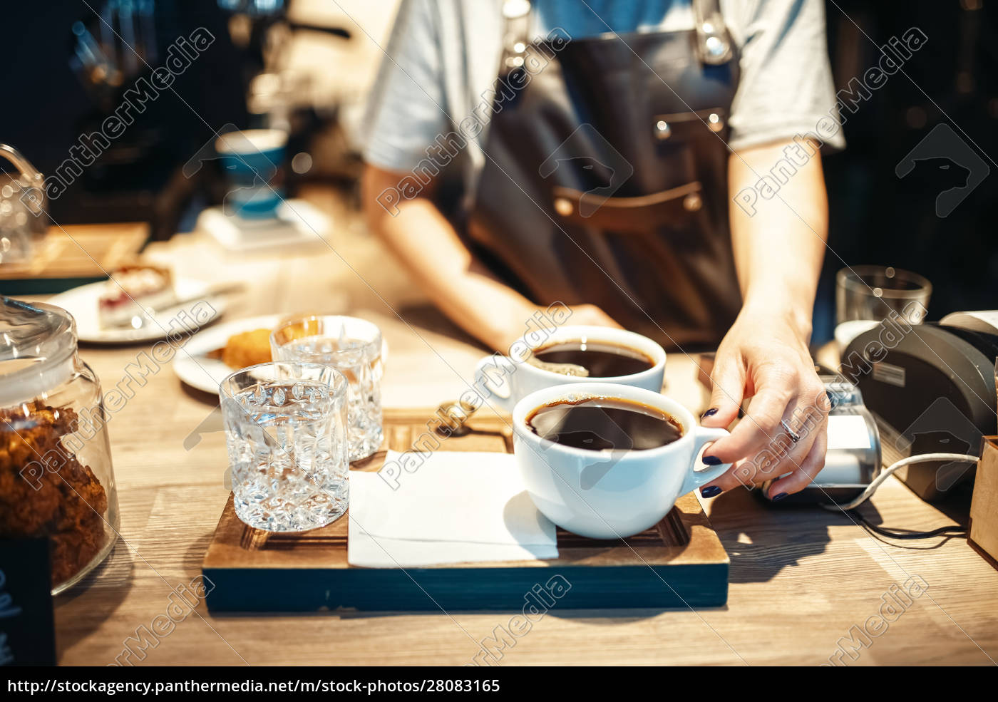 barista, hand, with, cup, of, fresh - 28083165