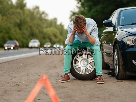 car, breakdown, , tired, man, sitting, on - 28083040