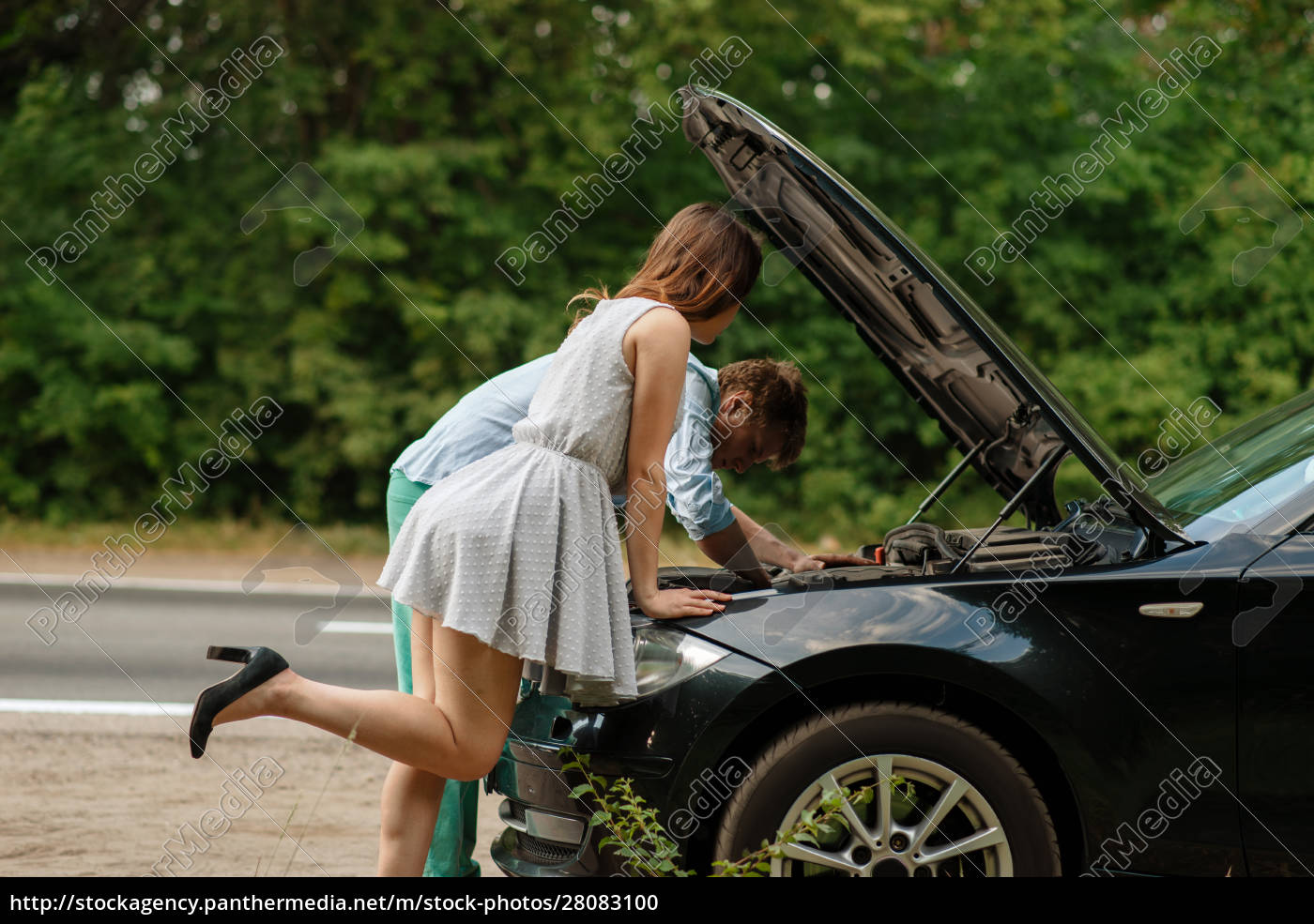 man, and, woman, repair, auto, on - 28083100
