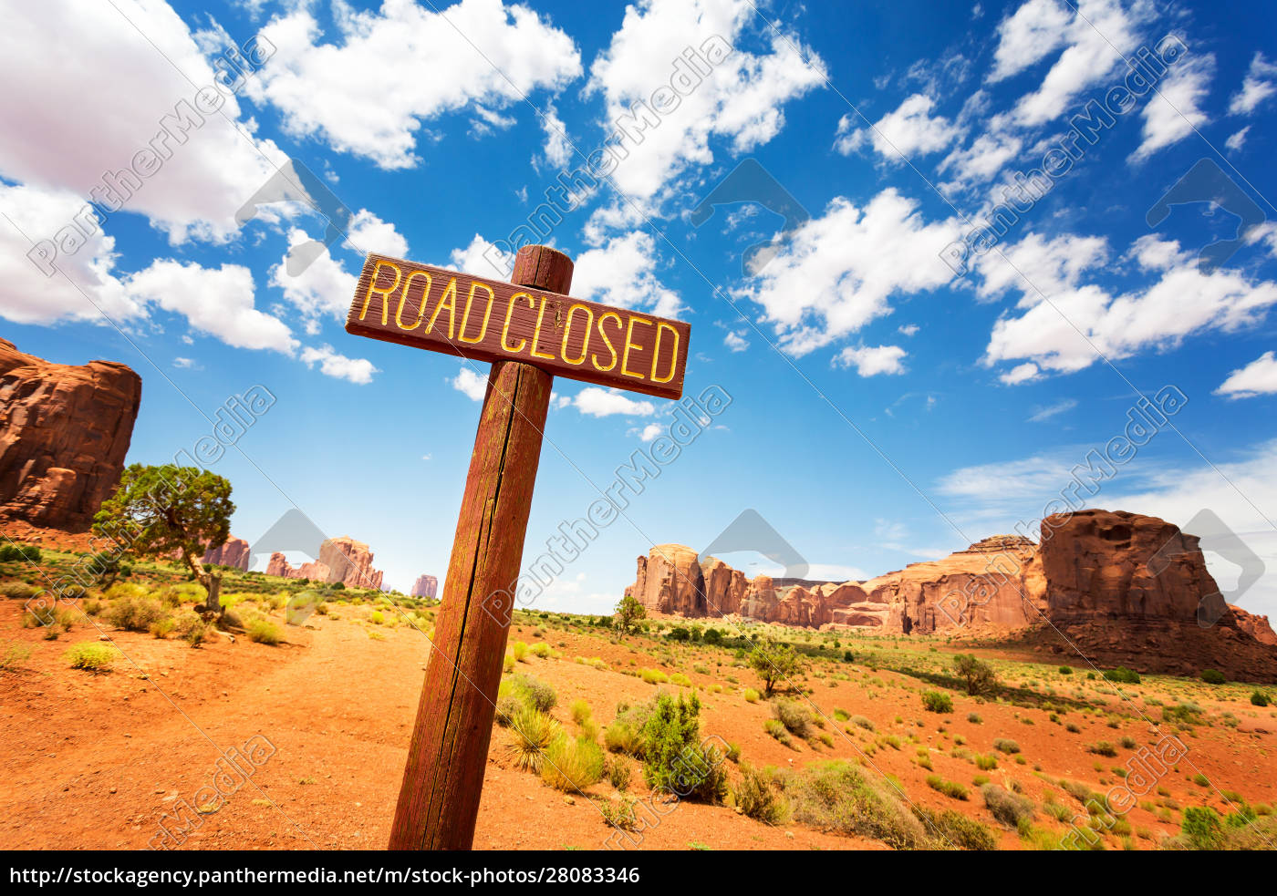 road, closed, sign, in, monuments, valley. - 28083346