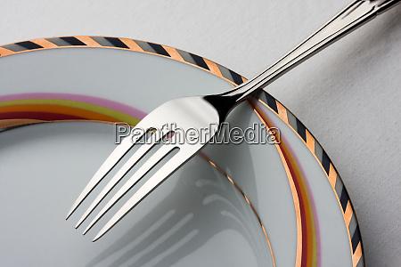 fork, on, plate - 28084037