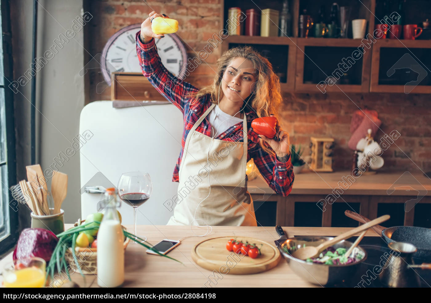housewife, in, headphones, and, apron, dance - 28084198