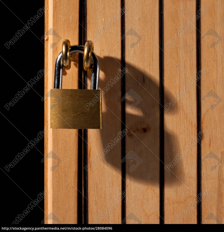 padlock, on, wooden, door - 28084096