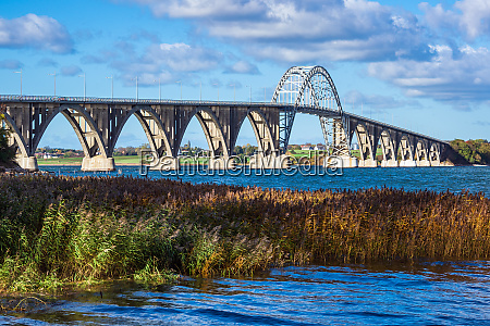 a bridge between seeland und moen