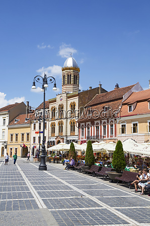 outdoor restaurants in council square brasov