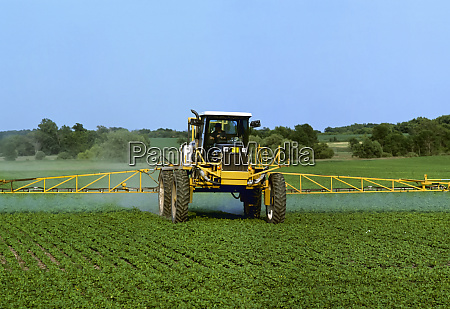 agriculture chemical application of herbicide