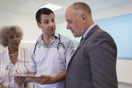 doctors with digital tablet making rounds