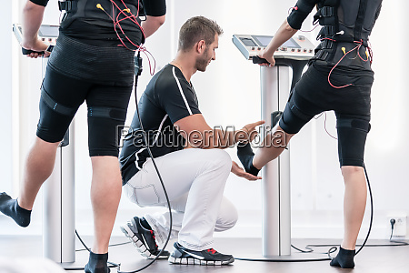 couple in ems gym training legs