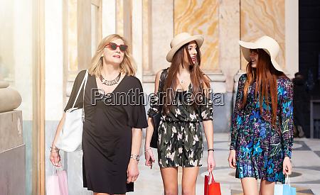 three friends go shopping