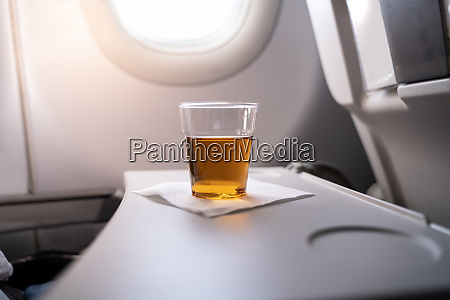alcohol drink in airplane