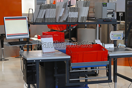 packaging station