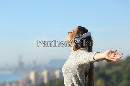 girl listening to music breathing with