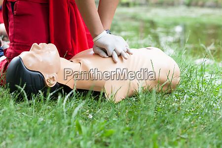 cpr and first aid medical procedure