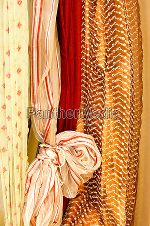 curtains knot