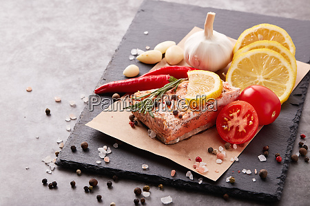 grilled, salmon, with, vegetables - 28174938