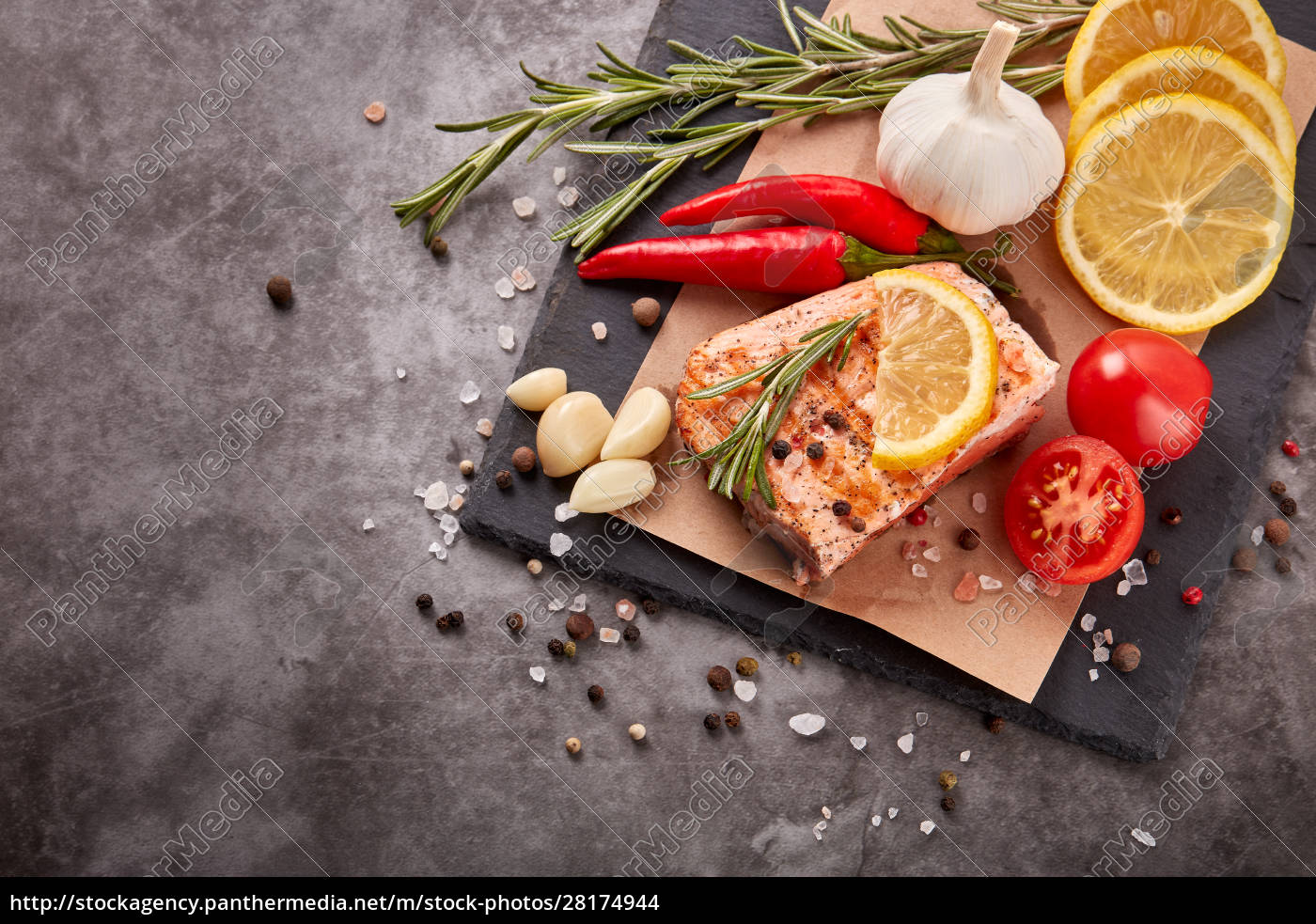 grilled, salmon, with, vegetables - 28174944