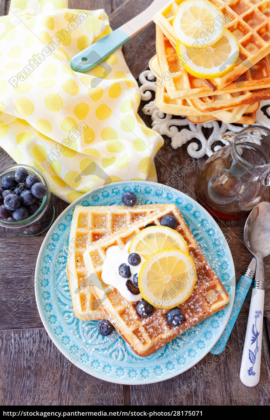 homemade, waffles, with, fresh, fruits - 28175071
