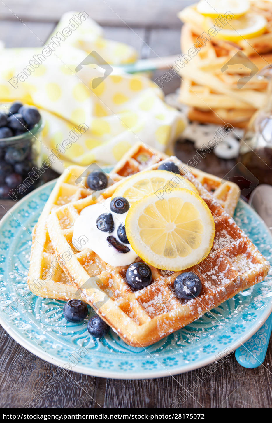 homemade, waffles, with, fresh, fruits - 28175072