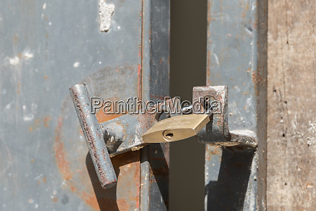unsafe padlock burglary
