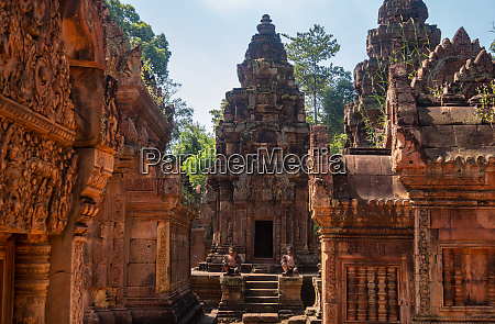 banteay srei or banteay srey is