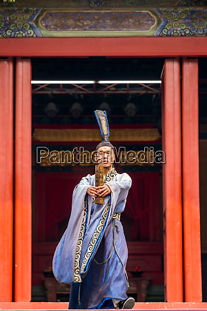 traditional chinese theatre performance in temple
