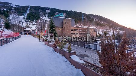 ski and snowboard shop and rental