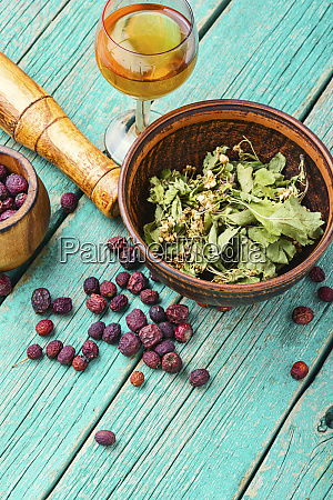 dried crataegus in herbal medicine