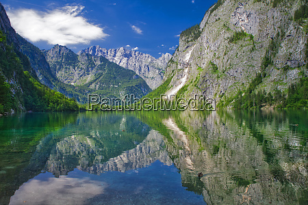 obersee with reflecting mountain