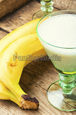 banana alcoholic cocktail