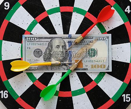 100 us dollar and dart arrows