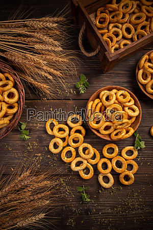 salty cracker pretzel rings