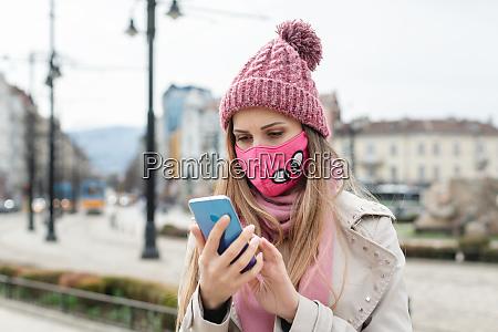 anxious, woman, wearing, corona, mask, checking - 28215198