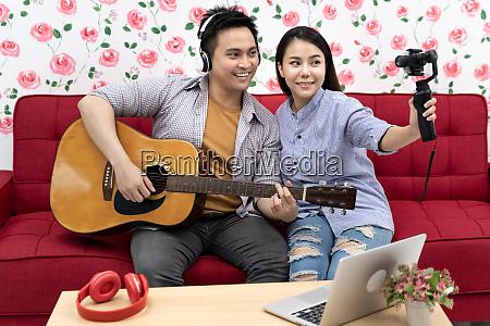singers, vlogger, blogger - 28215775