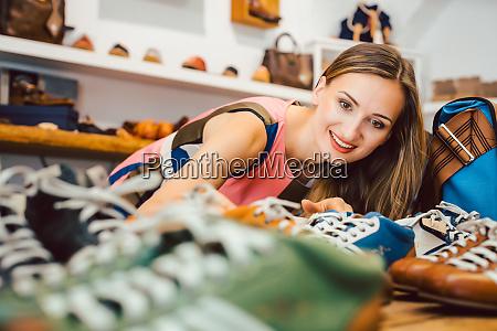 woman, in, shoe, store - 28215294