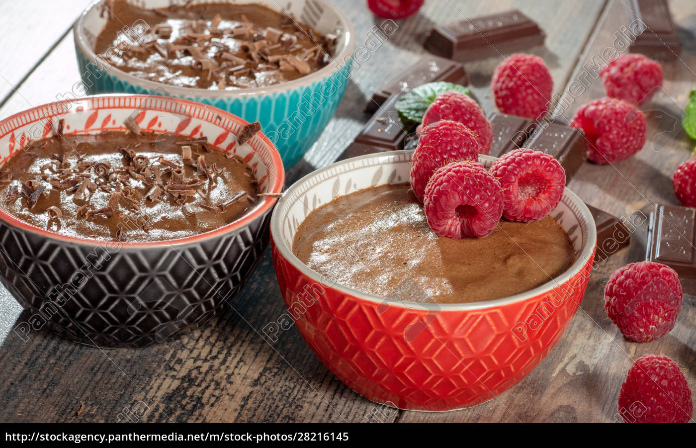homemade, chocolate, mousse, with, fresh, raspberry - 28216145
