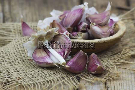 fresh, garlic, in, a, bowl - 28217746