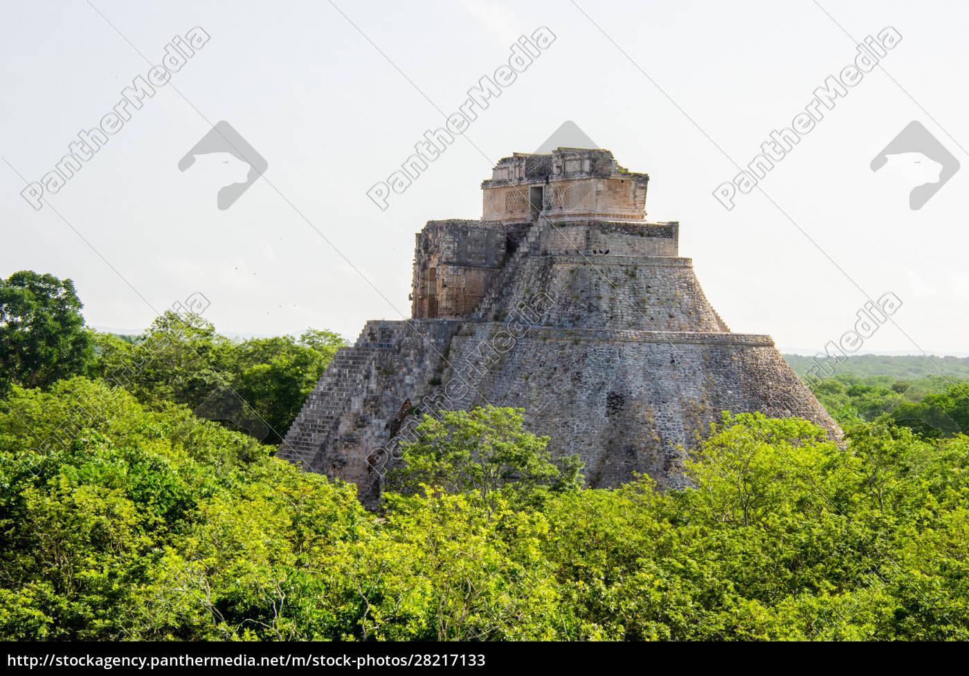 mayan, pyramid, peeking, out, of, the - 28217133