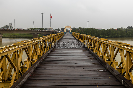 the bridge 17 latitude of the