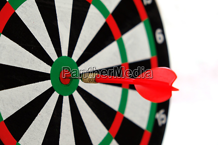 expressing success with dart arrows success