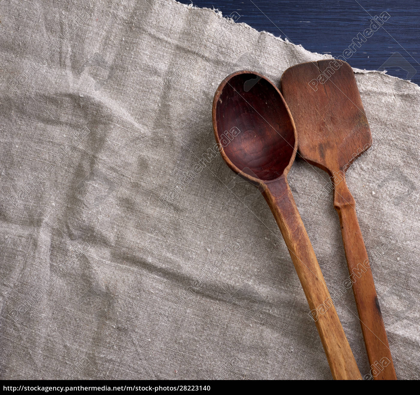 old, empty, brown, wooden, spoon, on - 28223140